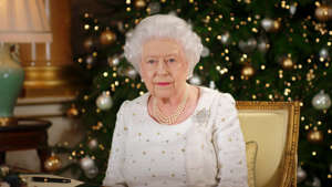 TOPSHOT - Britain's Queen Elizabeth II poses at a desk in the 1844 Room at Buckingham Palace, London, on December 13, 2017 after recording her Christmas Day broadcast to the Commonwealth. / AFP PHOTO / POOL / John Stillwell        (Photo credit should read JOHN STILLWELL/AFP/Getty Images)