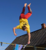 Talented slackliner performs unbelievable trick