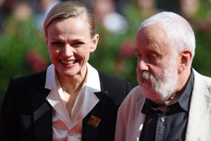 VENICE, ITALIA - SEPTEMBER 01:  Maxine Peake and Mike Leigh walk the red carpet ahead of the 'Peterloo' screening during the 75th Venice Film Festival at Sala Grande on September 1, 2018 in Venice, Italy.  (Photo by Antony Jones/Getty Images)