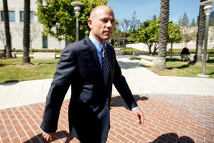 Attorney Michael Avenatti leaves court after making an initial appearance on charges of bank and wire fraud at federal court in Santa Ana, California, U.S., April 1, 2019.  REUTERS/Mike Blake     TPX IMAGES OF THE DAY