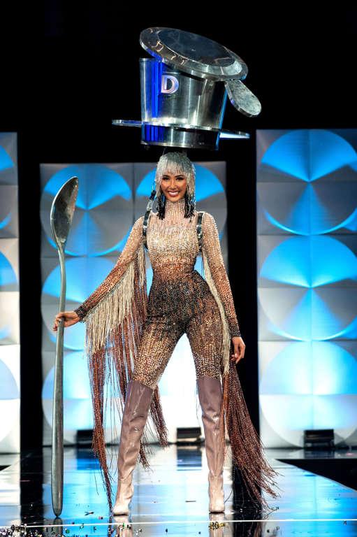 Miss Universe - Page 28 BBXT5EL