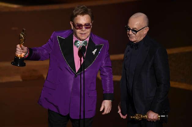 Diapositiva 6 de 25: Elton John y Bernie Taupin