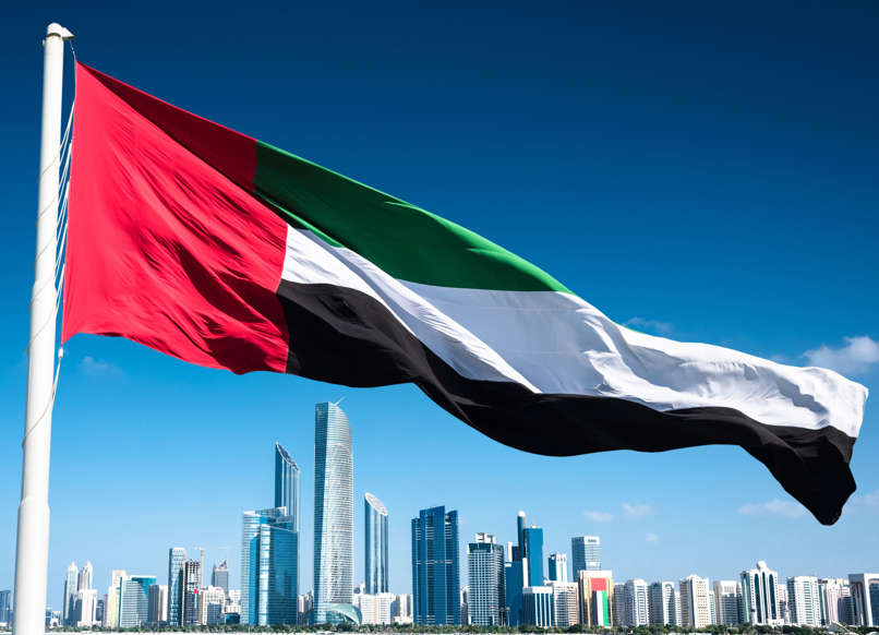 الشريحة 22 من 22: abu dhabi skyline with uae flag