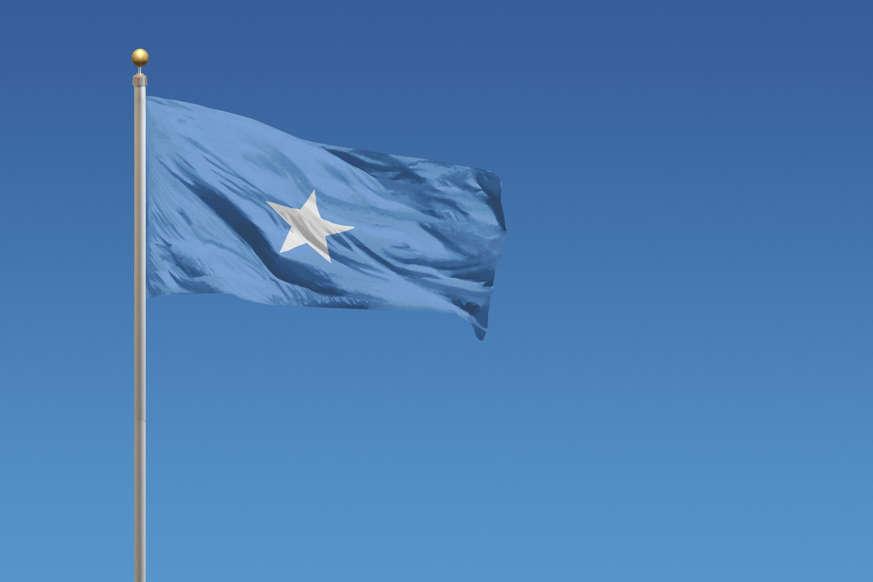 الشريحة 17 من 22: Flag of Somalia in front of a clear blue sky