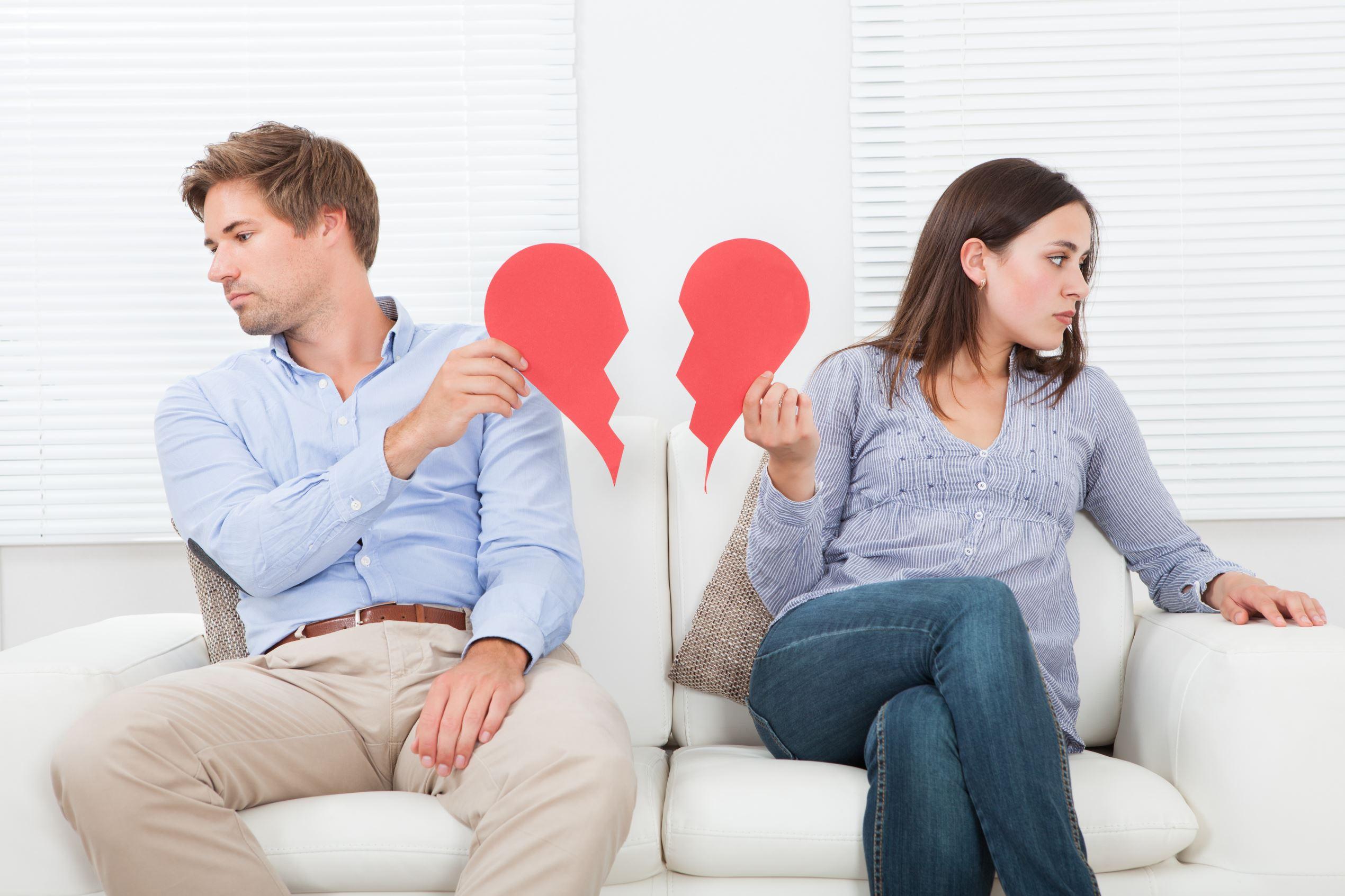 Sí, deberías borrar a tu ex de redes sociales