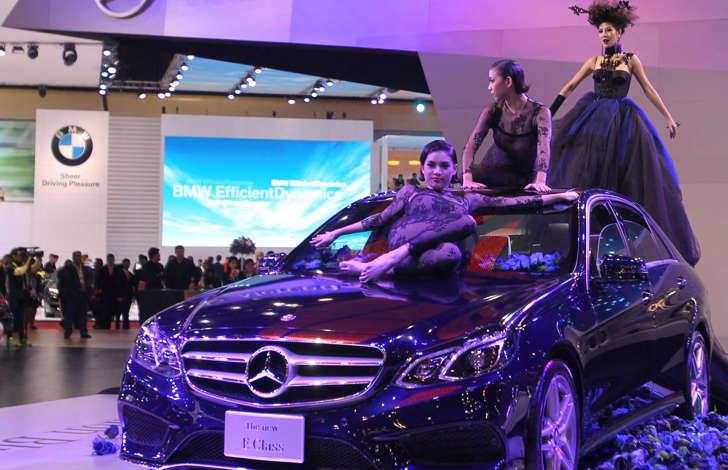 คนไทยรวยจริง แห่ซื้อรถเบนซ์ ทำยอดขาย 5 เดือนพุ่ง 12.24% สูงสุดเป็นประวัติการณ์ของบริษัท เตรียมเปิดรุ่นใหม่อีก 9 รุ่นดึงดูดใจบรรดาเศรษฐี