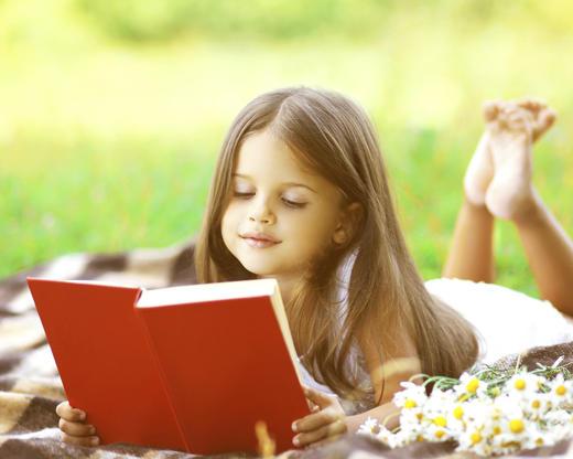 Διαφάνεια 1 από 19: Child reading a book on the grass