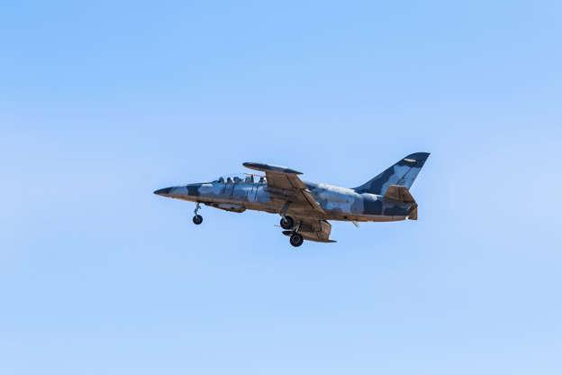 Διαφάνεια 2 από 24: Fly a real fighter jet in Burbank