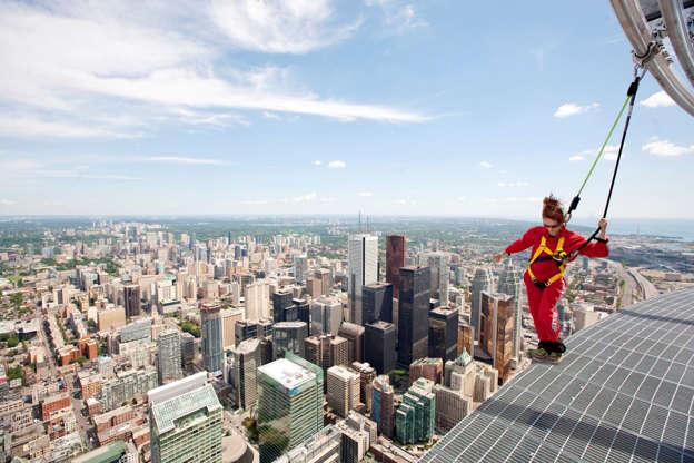 Διαφάνεια 7 από 24: Dangle off of Canada's tallest towers