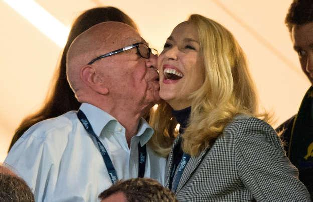 61 år gammel kvinde dating yngre mand