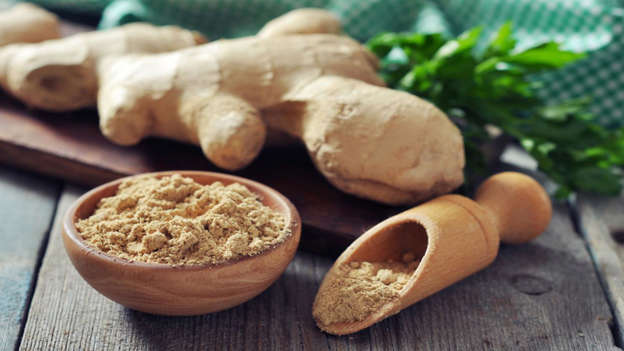 Diapositiva 13 de 30: Ginger is a powerful antioxidant that reduces free radicals in the body and has anti-tumor properties. A recent study published on Plos One found that a component in ginger called 6-shogaol inhibits breast cancer cells (but not at a level that is toxic to non-cancer cells) when it's dried or cooked, while ginger root extract has been shown to reduce prostate tumors in mice.