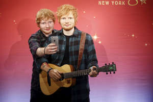 "Musician Ed Sheeran takes a ""selfie"" with his wax figure at Madame Tussauds museum in the Manhattan borough of New York May 28, 2015. REUTERS/Shannon Stapleton TPX IMAGES OF THE DAY"