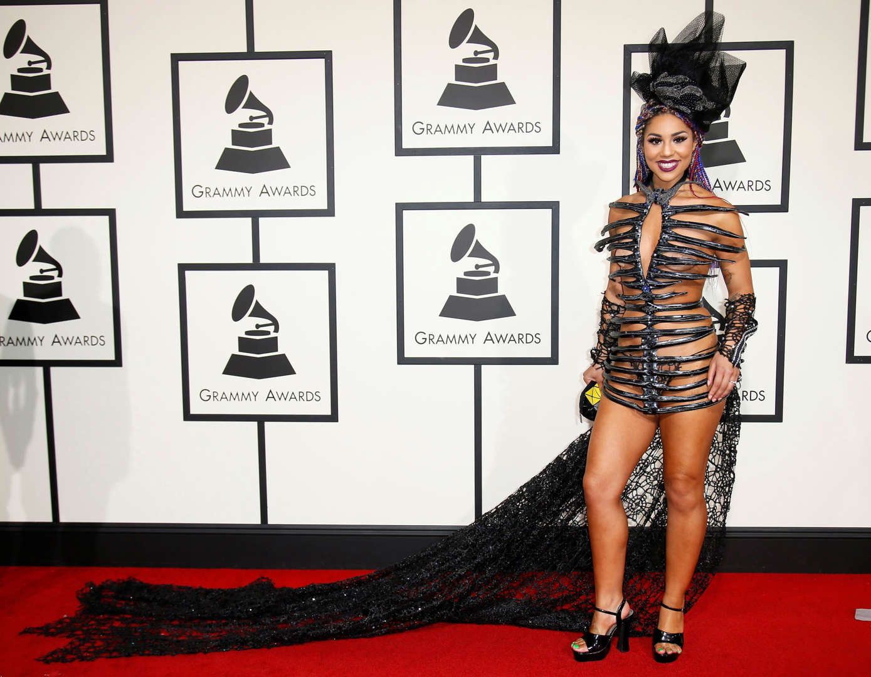Diapositiva 3 de 11: Recording artist Joy Villa arrives at the 58th Grammy Awards in Los Angeles, California February 15, 2016