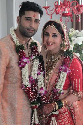 Arjun Kapoor has a protective arm around rumoured girlfriend