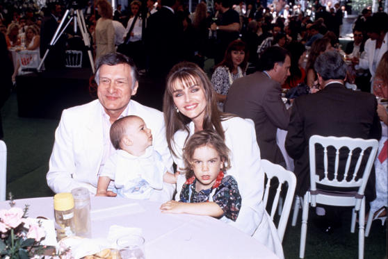 Slide 20 dari 28: Children with Kimberley Conrad Hugh Hefner