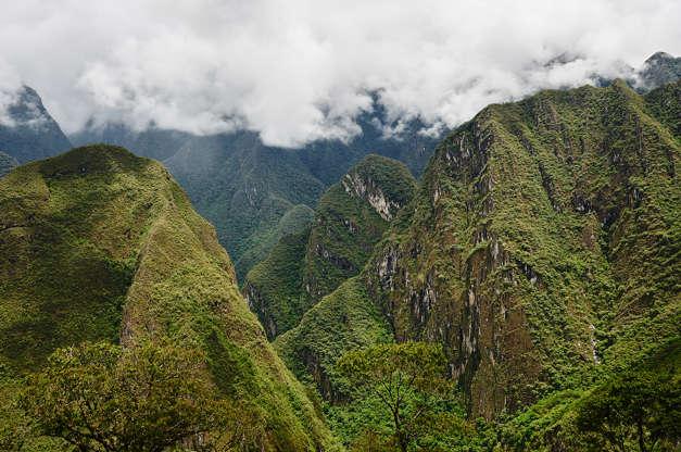 شريحة 8 من 16: في مكان ما في بيرو أو بالقرب منها ، شرق سلسلة جبال الأنديز ، يُعتقد أن الإنكا أخفوا كنوزهم في هذه المدينة السرية في عمق غابة الأمازون.  ومع ذلك ، لم يتمكن أي شخص من تحديد موقع مدينة بيتيتي.