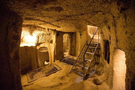 Διαφάνεια 7 από 27: Derinkuyu cave city in Cappadocia Turkey