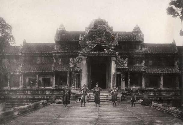 Διαφάνεια 23 από 27: View of the Angkor temple (Cambodia). Ca. 1910. (Photo by adoc-photos/Corbis via Getty Images)