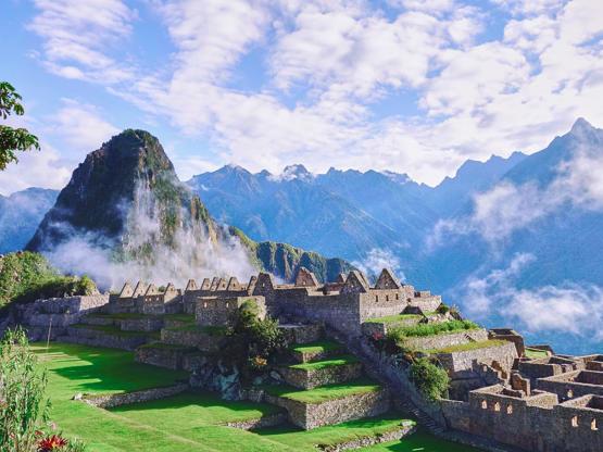 MACHU PICCHU - SUNRISE MACHU PICCHU AT DAWN IN PERU