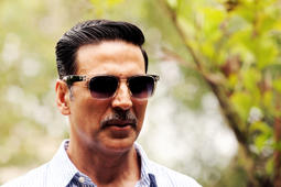 Akshay Kumar gets mobbed at an event