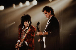 Keith Richards and Ron Wood playing guitars on The Rolling Stones VOODOO LOUNGE TOUR at Tokyo Dome, Tokyo, October 1989. (Photo by Koh Hasebe/Shinko Music/Getty Images)