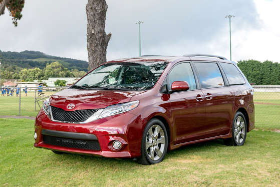 Research 2017                   TOYOTA Sienna pictures, prices and reviews